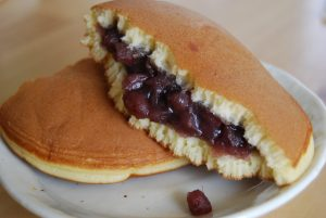 Dorayaki with red bean fillng