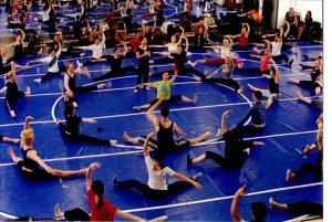 2002年全球四大專院校舞蹈系聯演《薪傳》場景為鄭淑姬在排練前的暖身課 地點:德國杜賽道夫