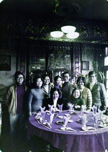 1978年鄭淑姬訂婚時的全家合照 鄭桑溪右一 鄭淑姬右五