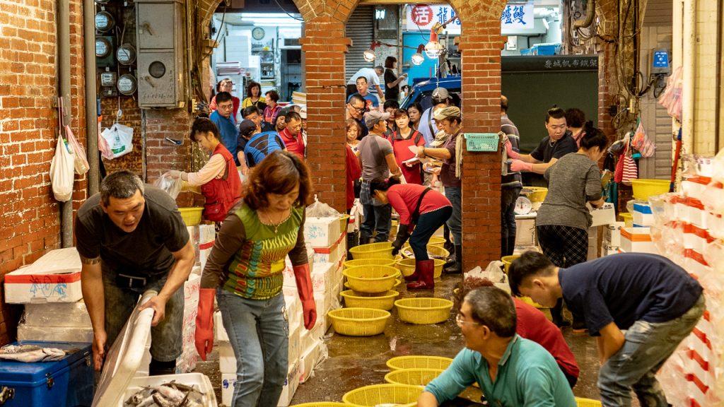 基隆24小時冬天一日遊崁仔頂魚市